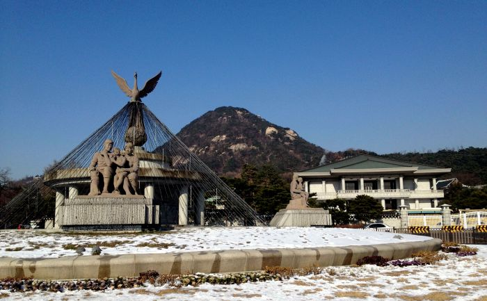 Statue, Mt.Bugaksan, and the Presidential Residence
