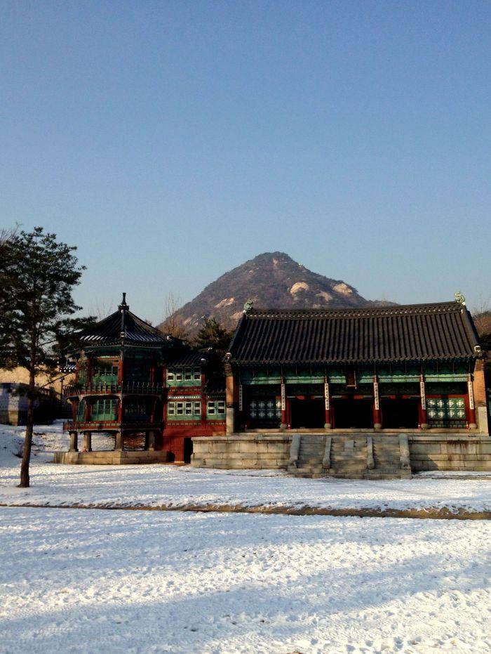 Towards the north entrance of Gyeongbokgung