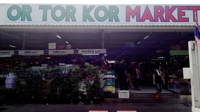 Or Tor Kor, a food market