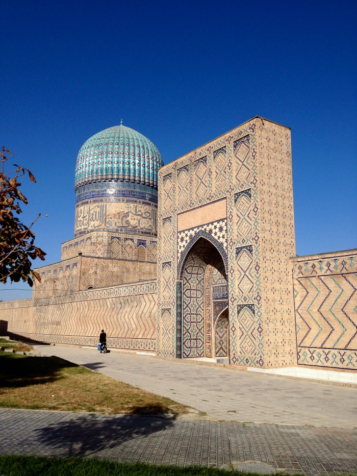 The enormous Bibi-Khanym Mosque